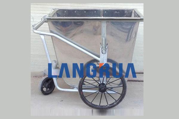 the-manh-cua-xe-gom-rac-500l-lang-rua